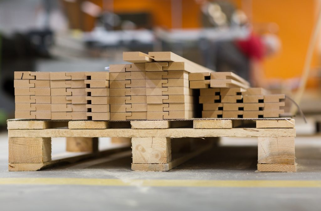 CUSTOM MANUFACTURED AND RECONDITIONED WOODEN PALLETS