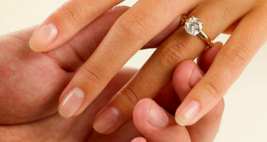 SELECTING AN ENGAGEMENT RING